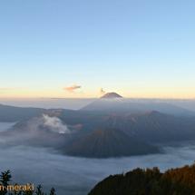 Java. Indonesia. Amanecer sobre el volcán Penanjakan